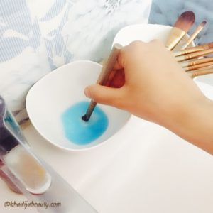 how-to-clean-makeup-brushes-khadija-beauty-khadijabeauty-9