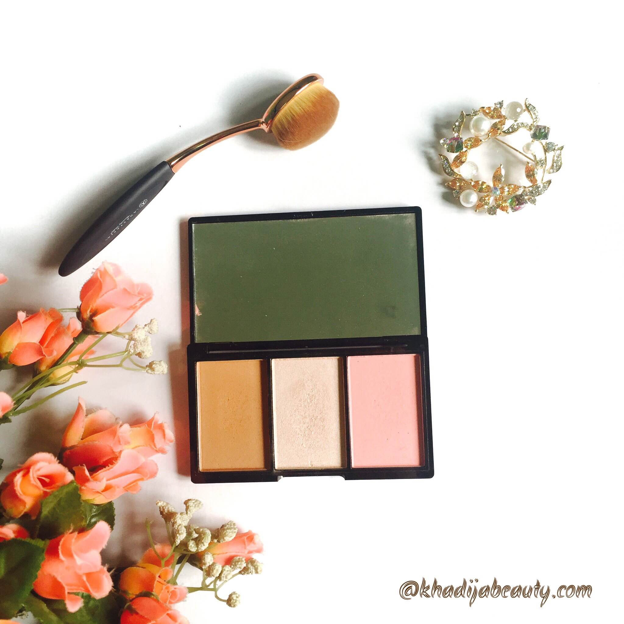 makeup-revolution-iconic-blush-bronze-and-brighten-palette-review-khadijabeauty-3