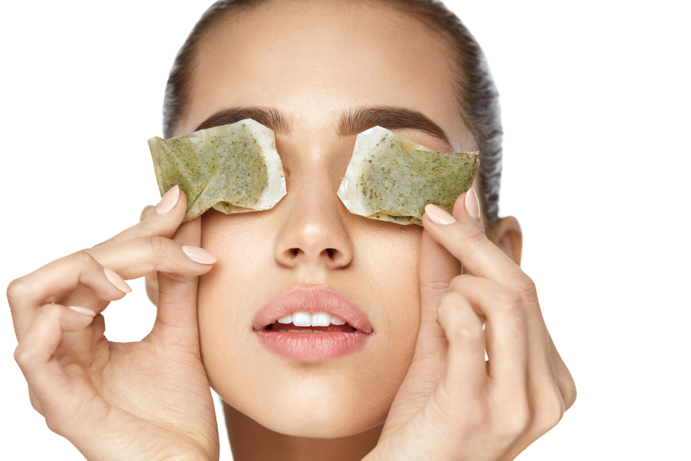 how to get rid of puffiness under eyes at home