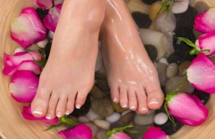 Homemade Feet lightening remedies| How to brighten dark feet