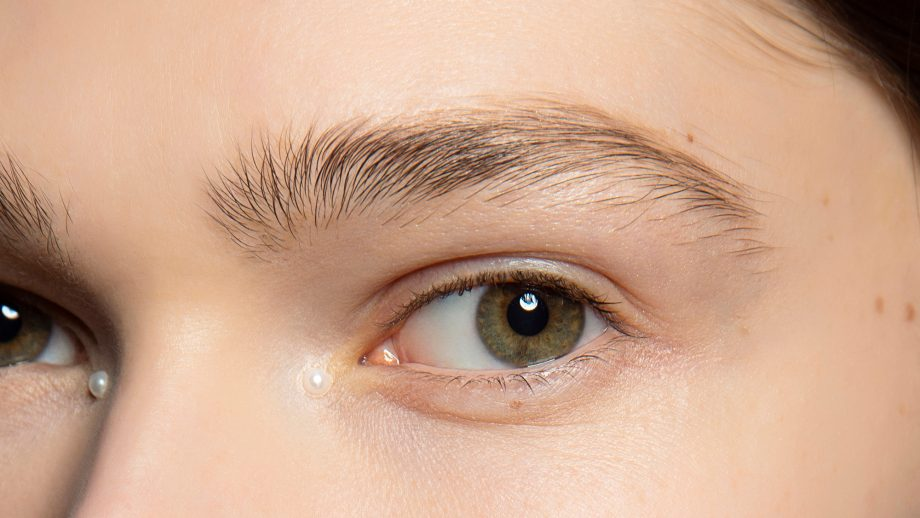 Causes and prevention of eyebrow hair loss
