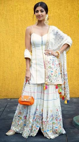 Attractive Ways of Styling Juti with Indian Wear
