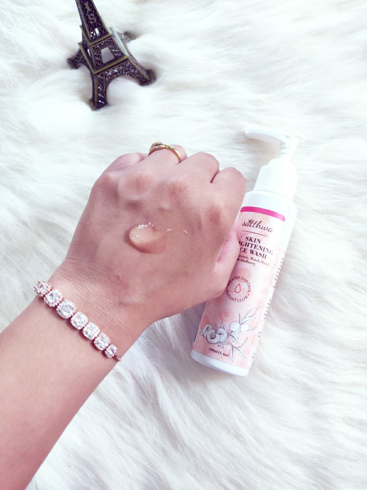 Satthwa skin brightening face wash review